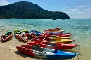 10 kayaks on the shore on a tropical island